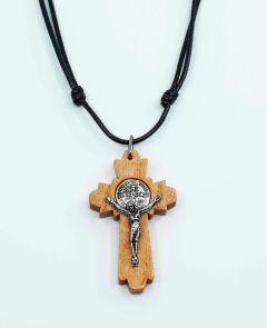 crucifijo de madera de san Benito